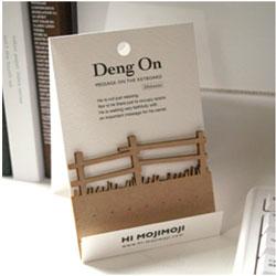 """パソコンのキーボードのキーのすき間に挟んで立てかけられるかわいい伝言メモ ハイモジモジ Deng On""""Fence"""""""