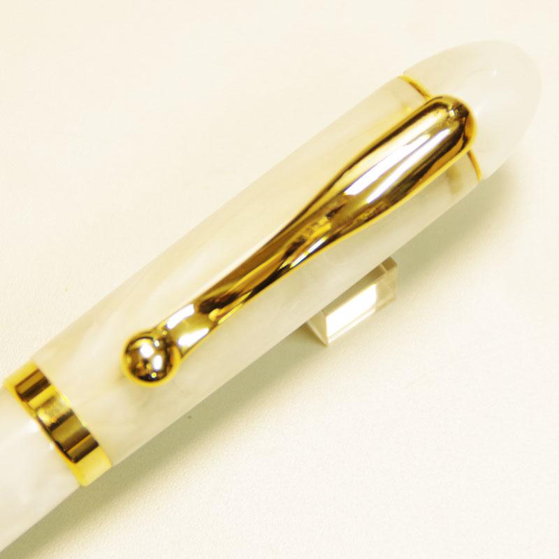 雪のような白いアクリルボディ 竹内靖貴 万年筆 SNOW 母の日 プレゼント ギフト お祝い 日本製 名入れ