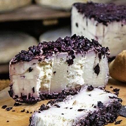 【6/30まで20%引き】ベッピーノオッチェリ バローロワインが染み込んだチーズ(80g)<br>原材料のミルクがとっても濃い。