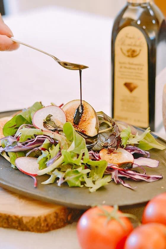 モンテベロ スペシャル バルサミコ250ML<br>★25年熟成に匹敵する濃度が濃い、砂糖不使用のバルサミコ。<br>★ソースとしてお肉、お魚、デザートにかけお使い下さい。<br>★レストラン・ホテルで大人気