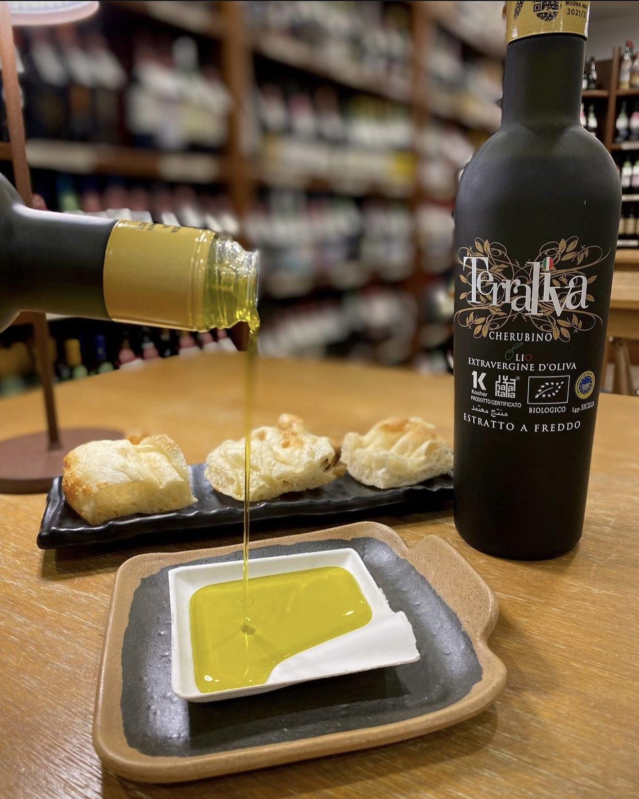 テッラリーヴァ- CHERUBINO-500ml<br>★権威あるコンテストで数々の賞を受賞!<br>★酸度も低く強いフルーティー<br>プロ絶賛のオイル!有機栽培の証明付き
