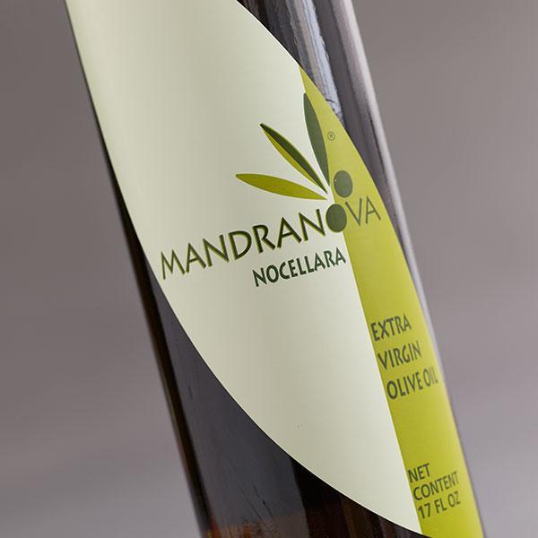 マンドラノーバ/500ml<br>★青いトマトのような青々しくフルーティーな味わい。<br>★酸度がまれにみる低さ、ジュースの様な高品質オイル。