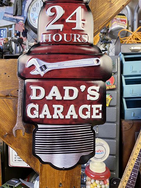 お父さんのガレージのスパークプラグ型エンボス・ティンサイン
