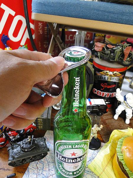 プルタブ型ボトルオプナー