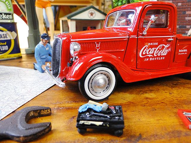 コカ・コーラ 1937年フォード・ピックアップのダイキャストモデルカー 1/24スケール(レッド)