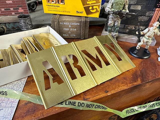 Hansonメタル製ステンシルプレート45ピース英数字セット(1.5インチ)