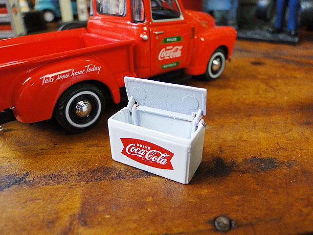 コカ・コーラ 1953年シボレー・ピックアップのダイキャストモデルカー 1/43スケール