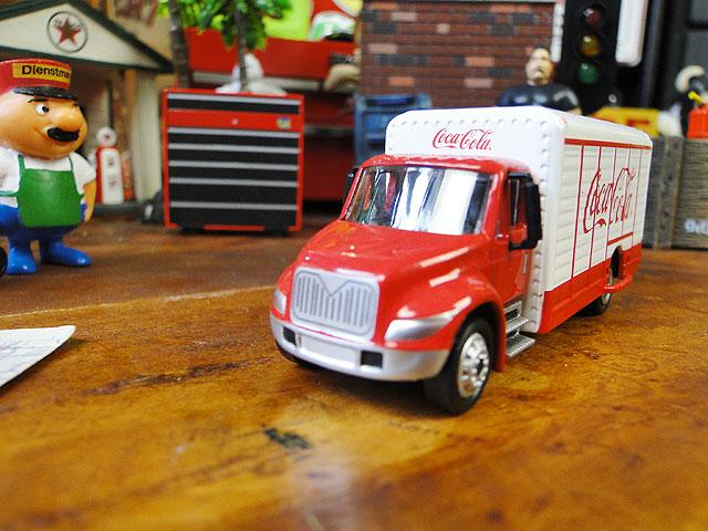コカ・コーラ ヴィバレッジトラックのミニカー 1/87スケール