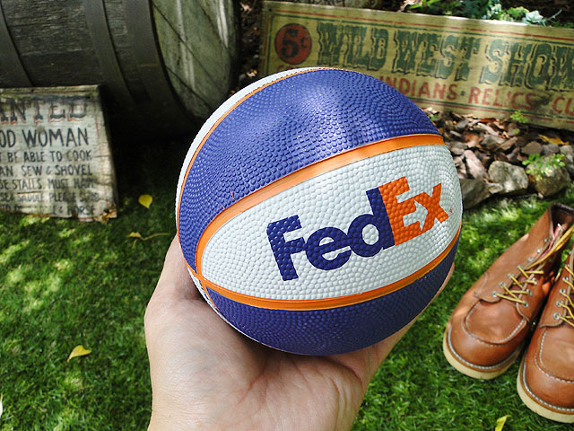 フェデックスのミニバスケットボール