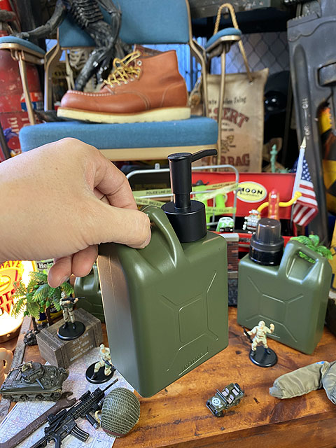 モールディング ジェリ缶型ソープディスペンサー 450ml Lサイズ