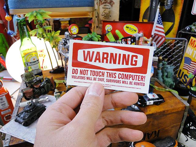 「このPCに触るんじゃねーぞ!」のステッカー(ホワイト)バッドアス・ステッカー#009