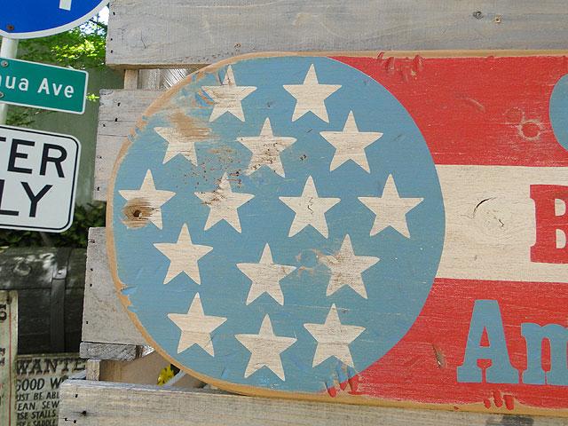 ゴッドブレス・アメリカの木製看板
