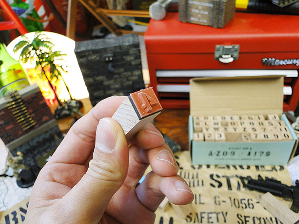 U.S.ミリタリーステンシルスタンプ42Pセット文字サイズ(1cm/0.4インチ)Sサイズ ※インク別売