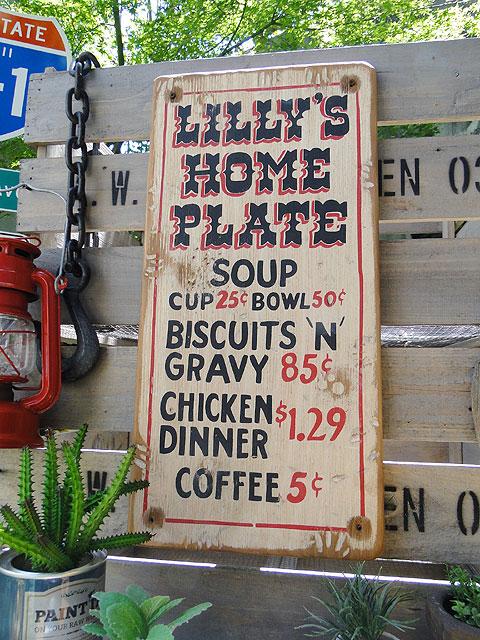 リリーズホームプレートの木製看板