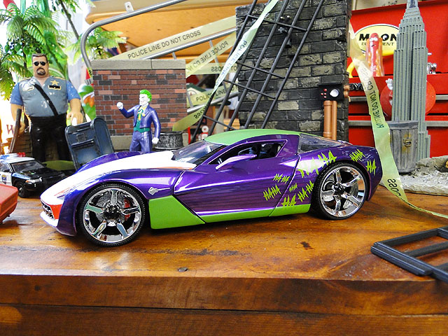Jada DC コミック ジョーカー&2009年シボレー・コルベット・スティングレイのダイキャストミニカー 1/24スケール