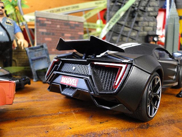 Jada マーベル アベンジャーズ ブラックパンサー&ライカン・ハイパースポーツのダイキャストミニカー 1/24スケール