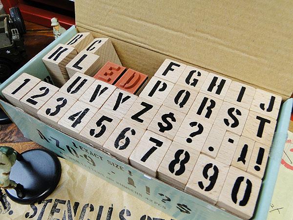 U.S.ミリタリーステンシルスタンプ42Pセット【Mサイズ】文字サイズ(1.5cm/0.6インチ)※インク別売