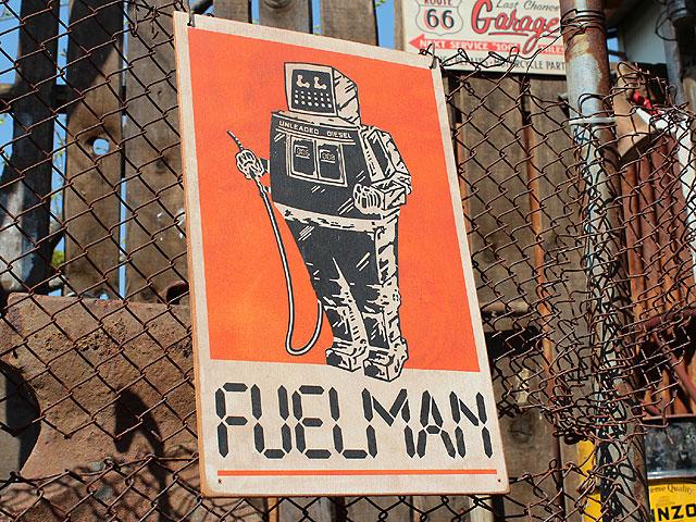 アメリカンガレージのウッドサイン シリーズ第三弾(フューエルマン)