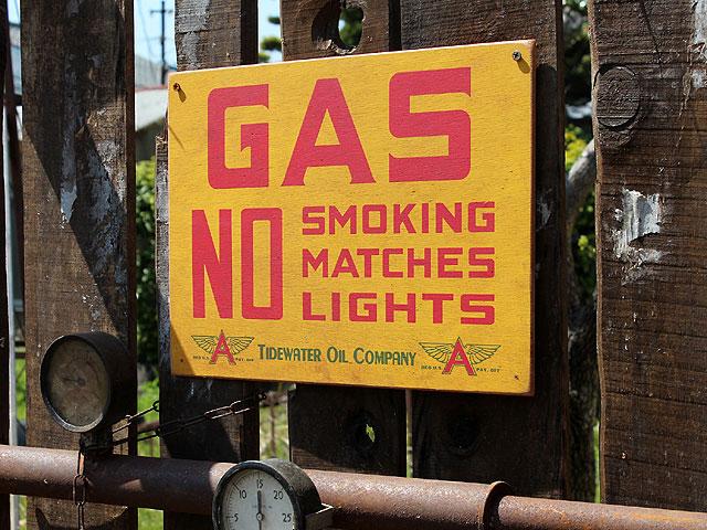 アメリカンガレージのウッドサイン シリーズ第三弾(GAS NO SMOKING)