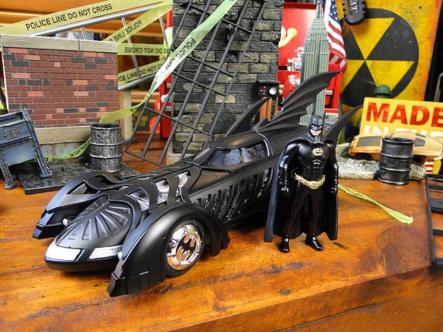 映画「バットマン フォーエバー」バットモービルのダイキャストモデルカー(バットマン付き)