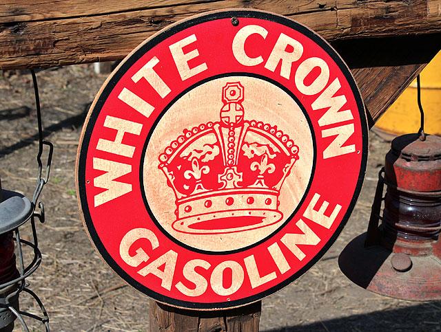 アメリカンガレージのウッドサイン シリーズ第二弾(ホワイトクラウンガソリン)