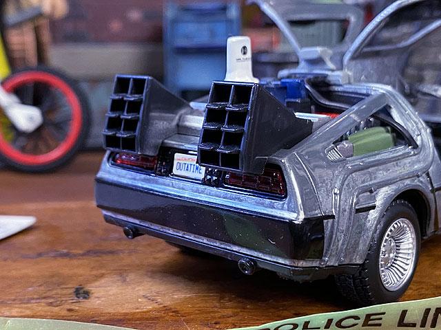 Jada 映画「バック・トゥ・ザ・フューチャー パート2」小さなデロリアンのダイキャストミニカー 1/32スケール