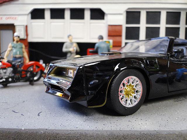 Jada 映画「ワイルドスピード」のダイキャストモデルカー 1/24スケール(1977年ポンティアック・ファイヤーバード)