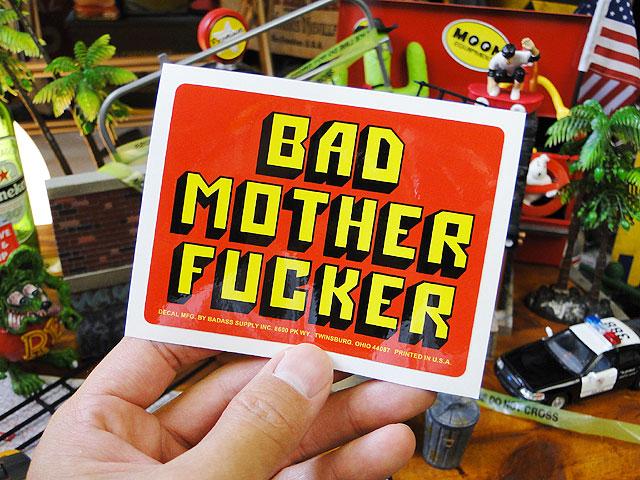 映画「パルプフィクション」に出てきたあの財布の名台詞ステッカー(レッド)バッドアス・ステッカー#029