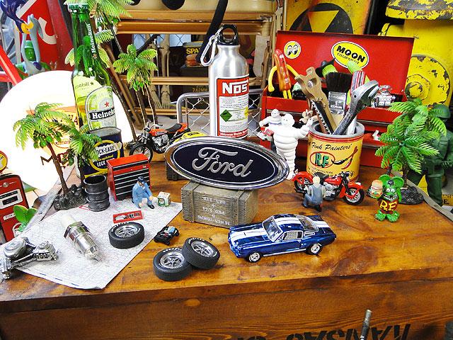 フォードの立体ロゴステッカー(Sサイズ)