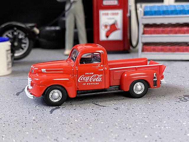 コカ・コーラ 1948年フォードF-1ピックアップのミニカー 1/72スケール(レッド)