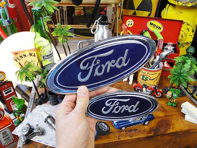 フォードの立体ロゴステッカー(Lサイズ)