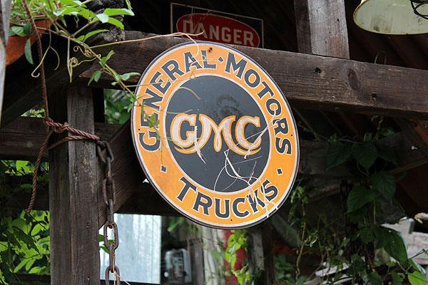 昔のアドバタイジングのウッドサイン(GMC)