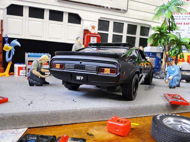 映画「マッドマックス」1973年フォード・ファルコンXB LAST OF THE V8インターセプターのダイキャストモデルカー 1/24スケール