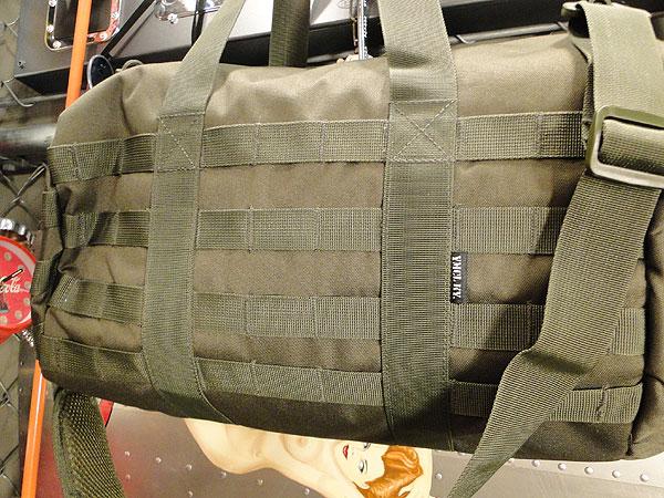 ミリタリー専門メーカーが作った俺たちのミリタリーバッグ(ロールバッグ)