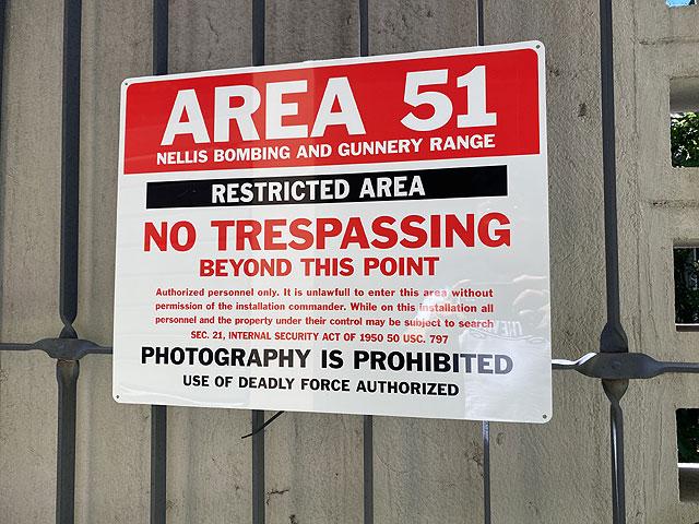 エリア51の警告看板 アルミサインボード