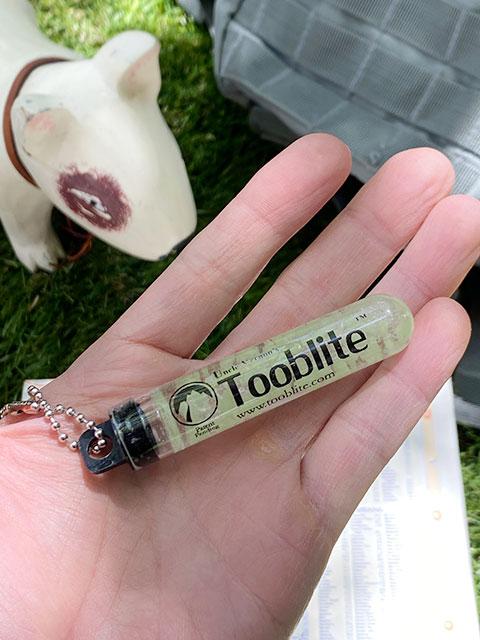 暗闇で光る!グロースティック MADE IN U.S.A. GLOW STICKS Tooblite アウトドア 防水 耐久性 半永久的に使える 最大12時間発光