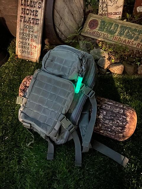 暗闇で光る!グロースティック 3インチ MADE IN U.S.A. GLOW STICKS Tooblite アウトドア 防水 耐久性 半永久的に使える 最大12時間発光