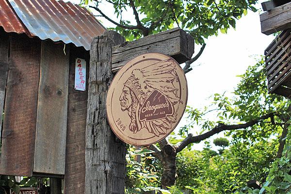 昔のアドバタイジングのウッドサイン(イロコイビアー)