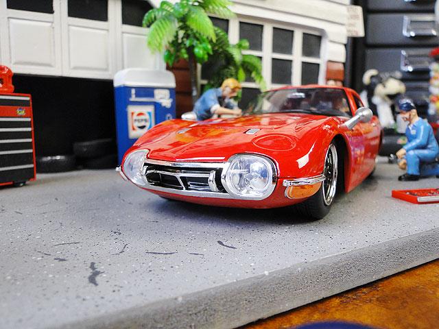 Jada 1967年トヨタ2000GTのダイキャストモデルカー 1/24スケール(レッド)
