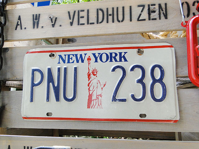ニューヨーク州のUSEDナンバープレート(自由の女神バージョン)