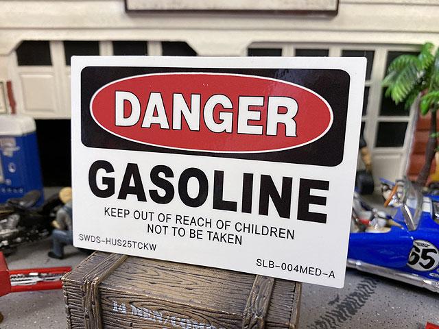 警告看板ステッカー(危険:ガソリン/DANGER)SLB-004-MED-A