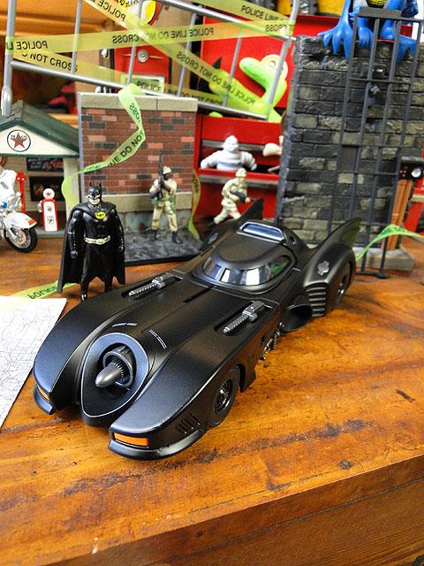1989年バットモービルのダイキャストモデルカー(バットマン付き)
