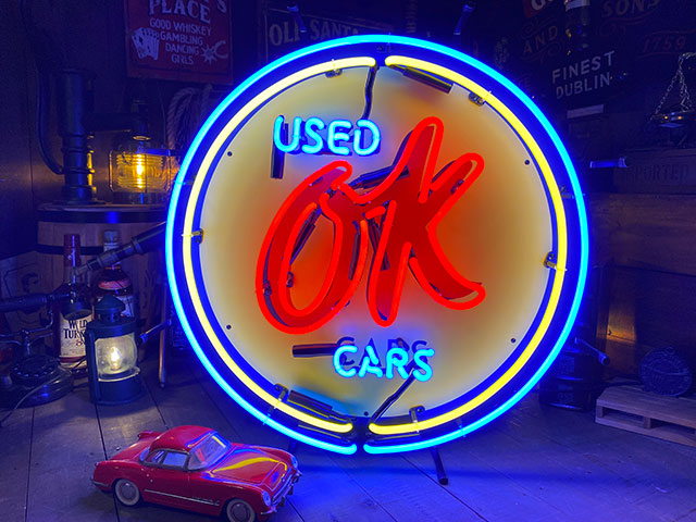 OK USED CARのオフィシャルネオンサイン