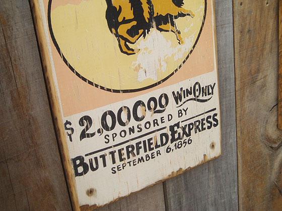 700マイルレースの木製看板