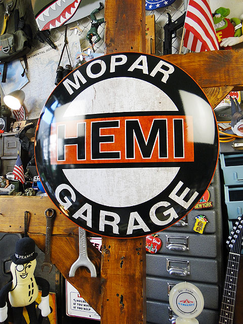 HEMI モパーガレージのドームサイン