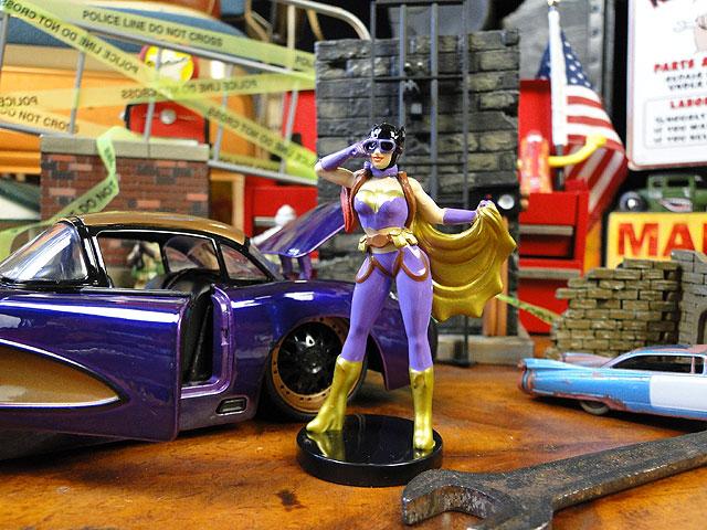 Jada DC コミック ボムシェルズのダイキャストミニカー 1/24スケール(バットガール/1957年シボレーコルベット)