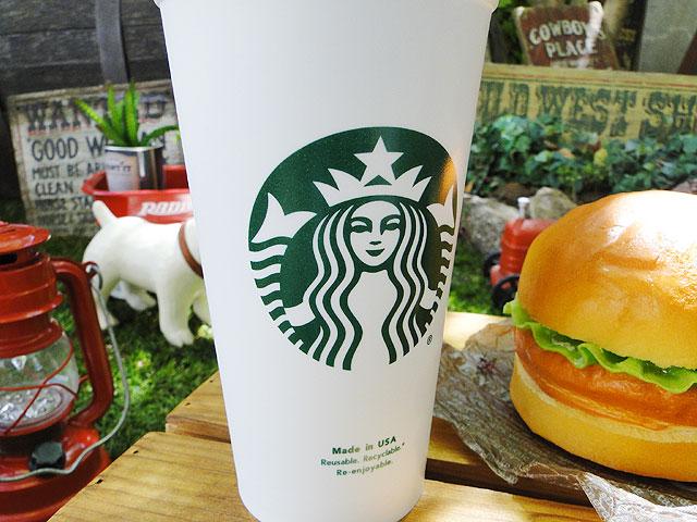 スターバックスコーヒーのプラ製カップ