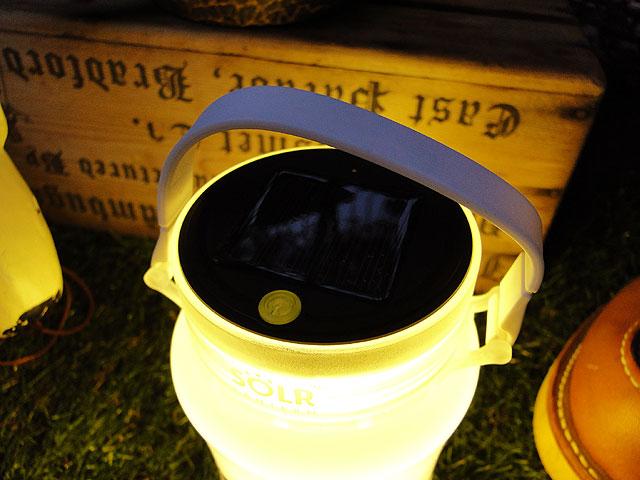 USBチャージ&太陽光充電ができる防水LEDライト ソーラーランタン