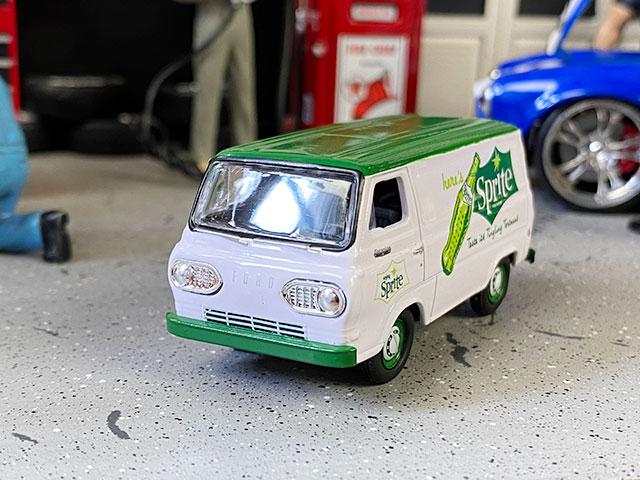 M2限定モデル スプライト 1965年フォード・エコノライン・デリバリーバンのミニカー 1/64スケール 限定3000台モデル