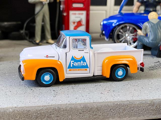 M2限定モデル ファンタ 1965年フォード・F-100トラックのミニカー 1/64スケール 限定3000台モデル(ブルーホイール